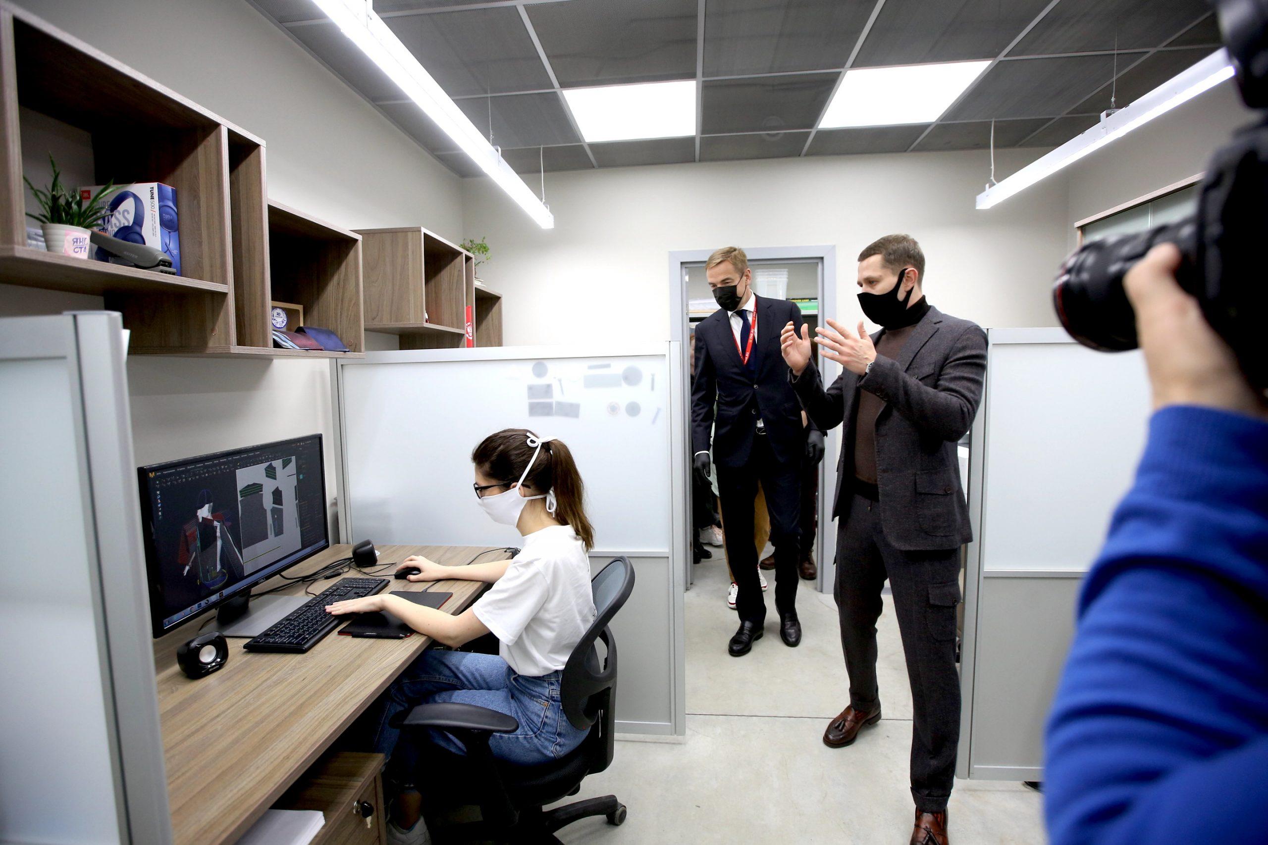 Виктор Евтухов посетил цифровую фабрику  «SHISHKIN uniform atelier» в Екатеринбурге